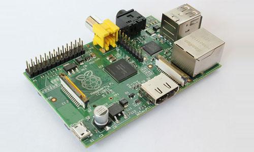 树莓派 (为学生计算机编程教育设计的一种卡片式电脑)